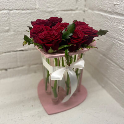Композиция из стеклянных ваз на 9 роз